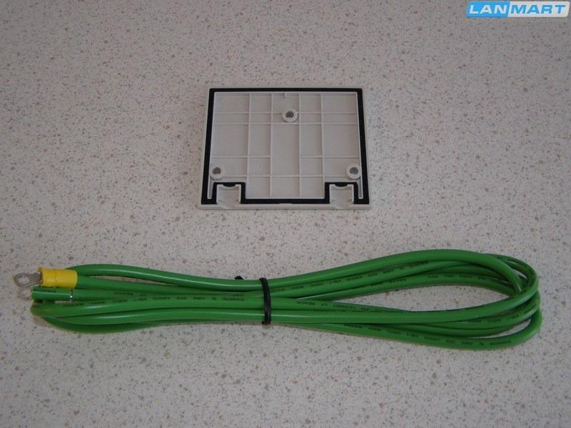 ...кабель с клеммами используется для подключения заземления к точке, отмеченной сзади корпуса соответствующим значком.